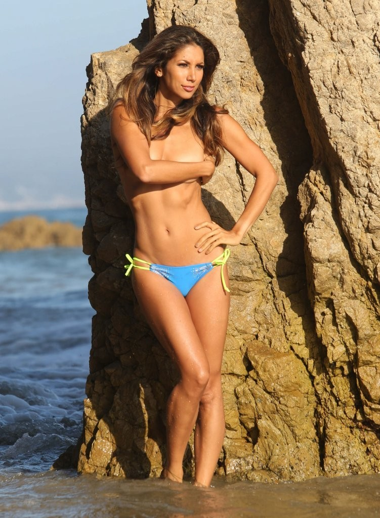 Leilani Dowding on a photoshoot in Malibu_082213_18.jpg - 208.89 KB