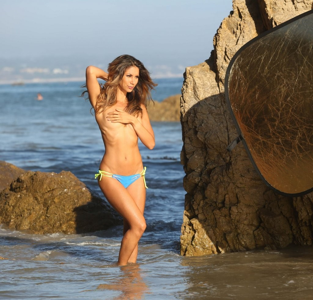 Leilani Dowding on a photoshoot in Malibu_082213_19.jpg - 207.12 KB