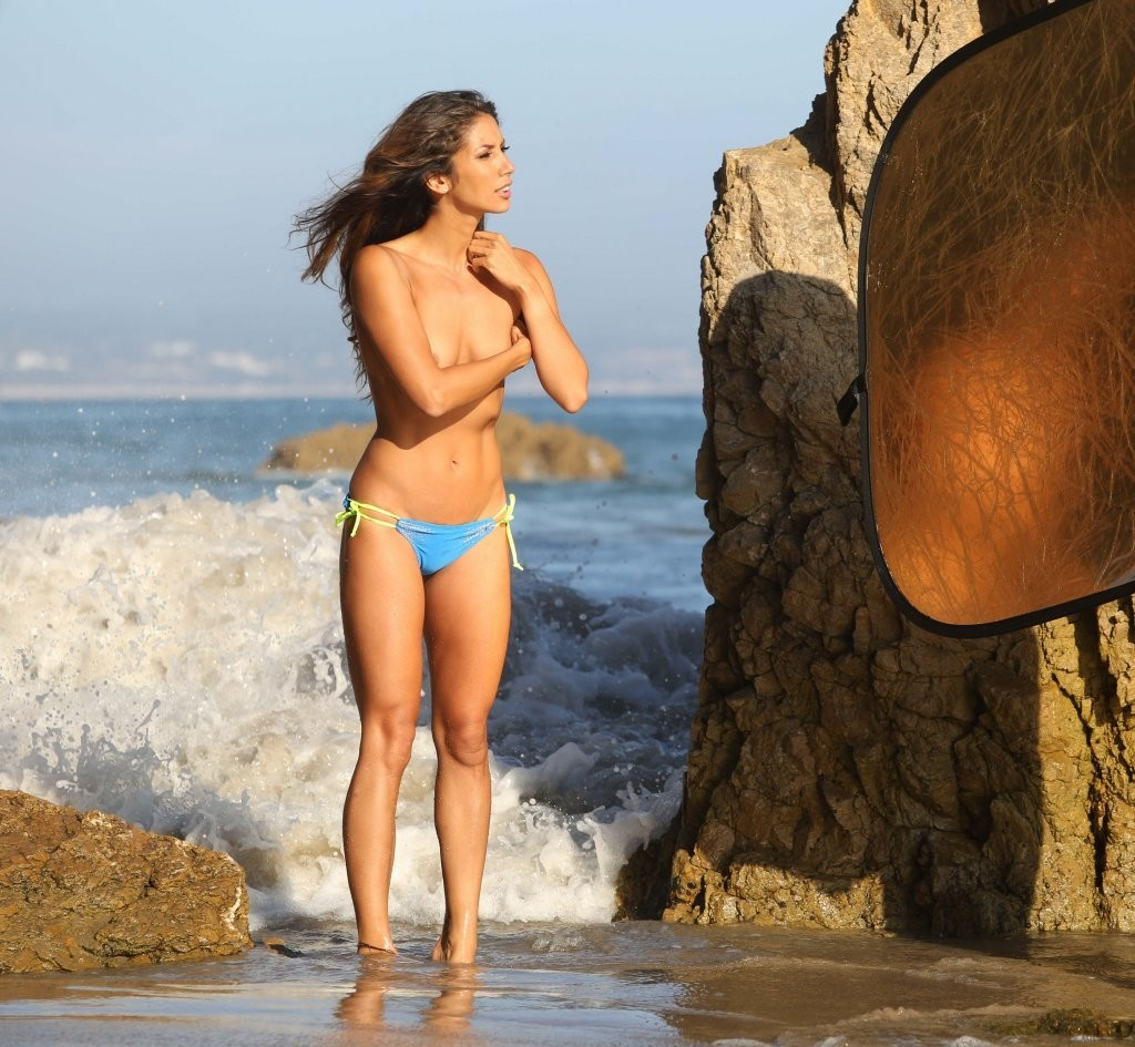 Leilani Dowding on a photoshoot in Malibu_082213_21.jpg - 206.70 KB