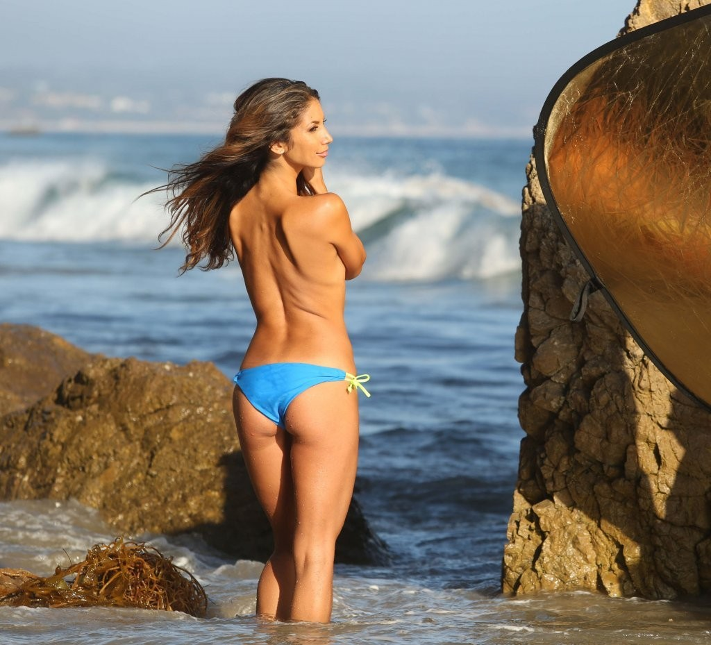 Leilani Dowding on a photoshoot in Malibu_082213_22.jpg - 171.27 KB
