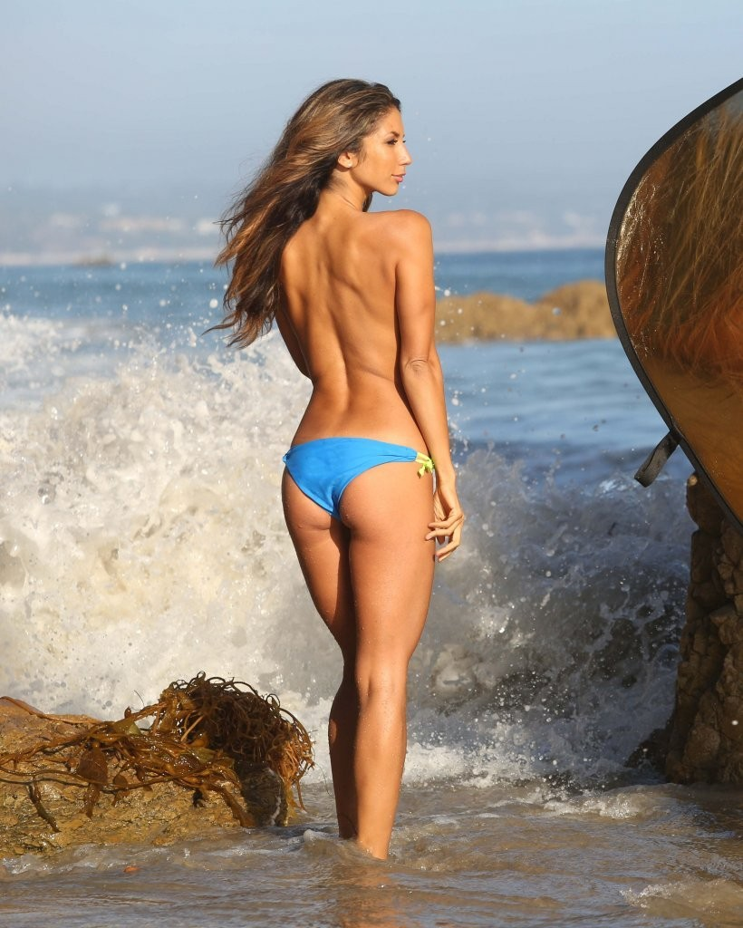 Leilani Dowding on a photoshoot in Malibu_082213_23.jpg - 163.13 KB