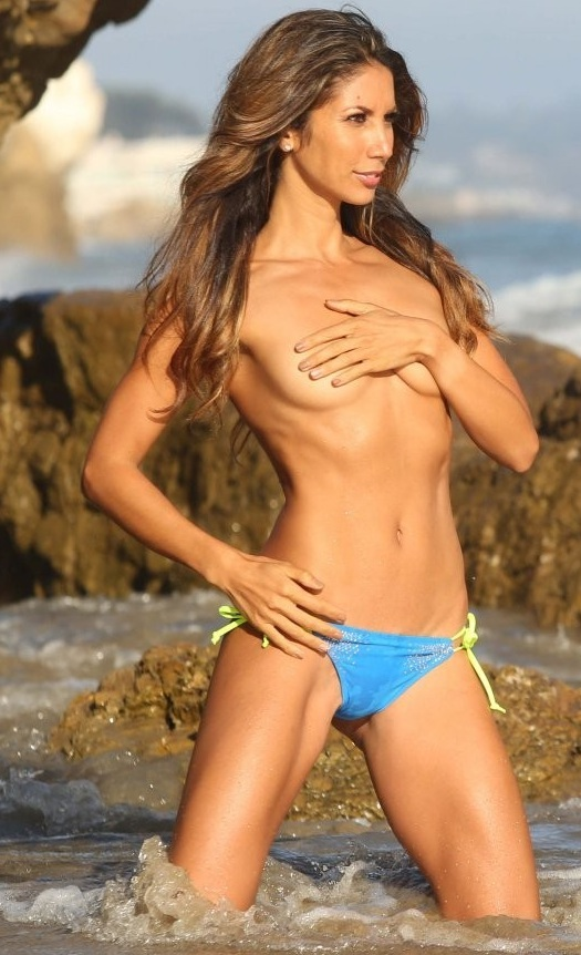 Leilani Dowding on a photoshoot in Malibu_082213_27.jpg - 136.28 KB