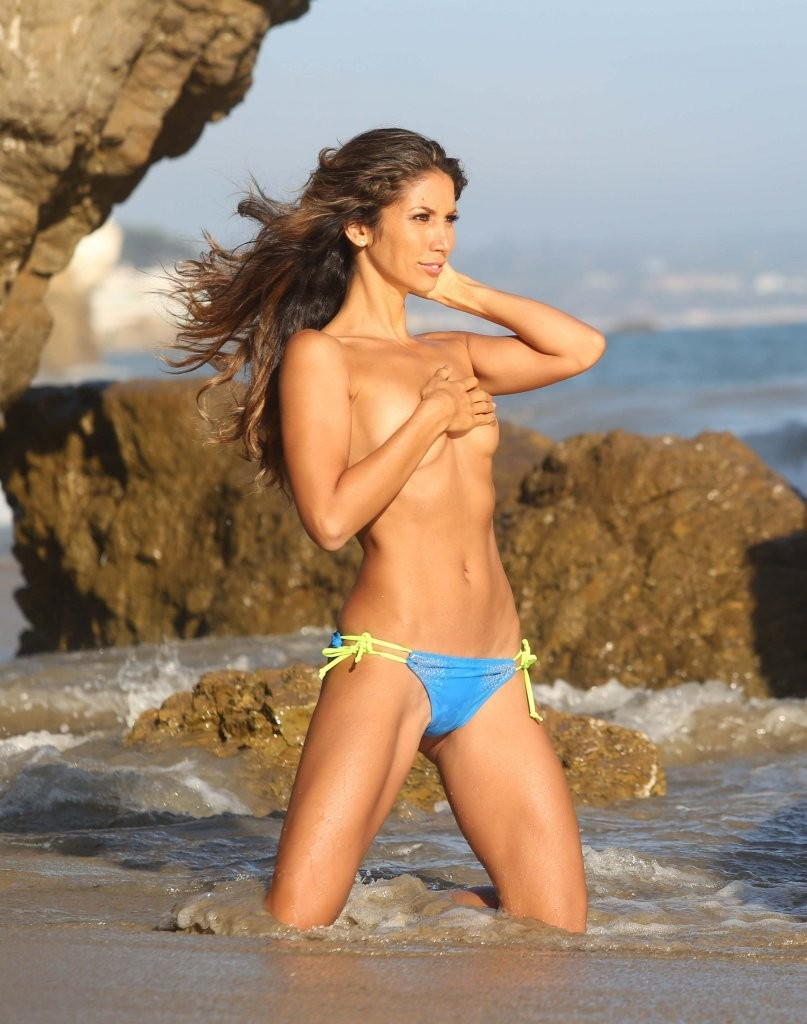 Leilani Dowding on a photoshoot in Malibu_082213_28.jpg - 139.68 KB