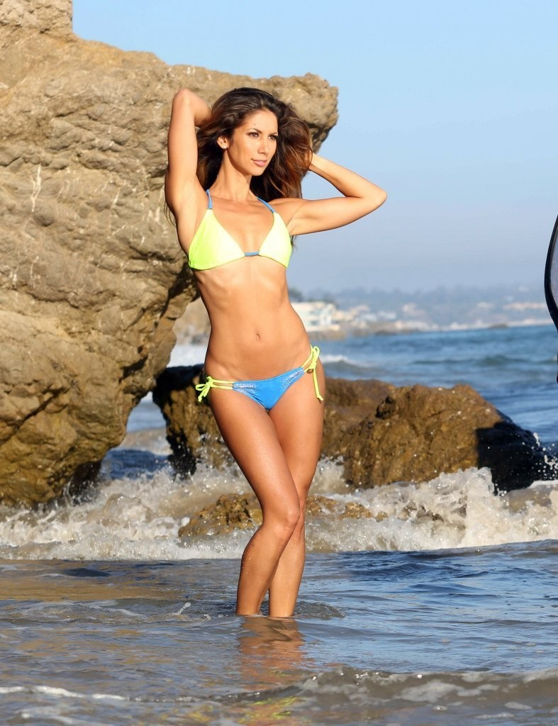 Leilani Dowding on a photoshoot in Malibu_082213_32.jpg - 162.29 KB