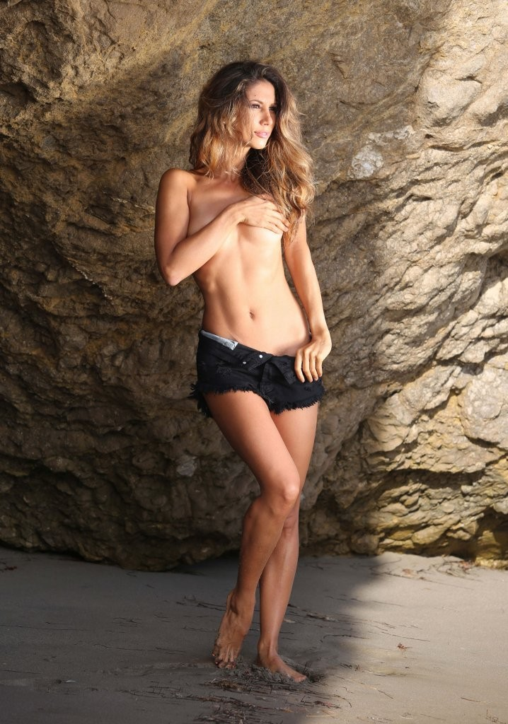 Leilani Dowding on a photoshoot in Malibu_082213_4.jpg - 188.65 KB