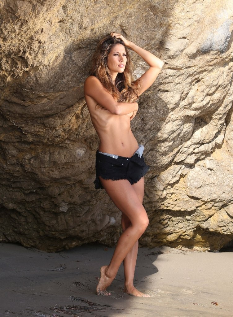 Leilani Dowding on a photoshoot in Malibu_082213_7.jpg - 230.50 KB