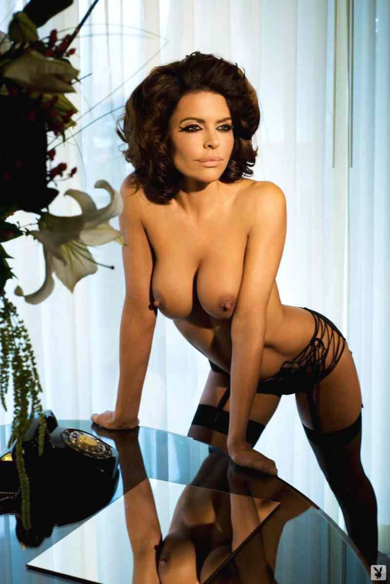 lisa-rinna-neked-in-playboy-4.jpg - 56.15 KB