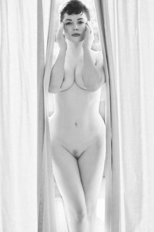 Rose Mcgowan Nude Flaunt