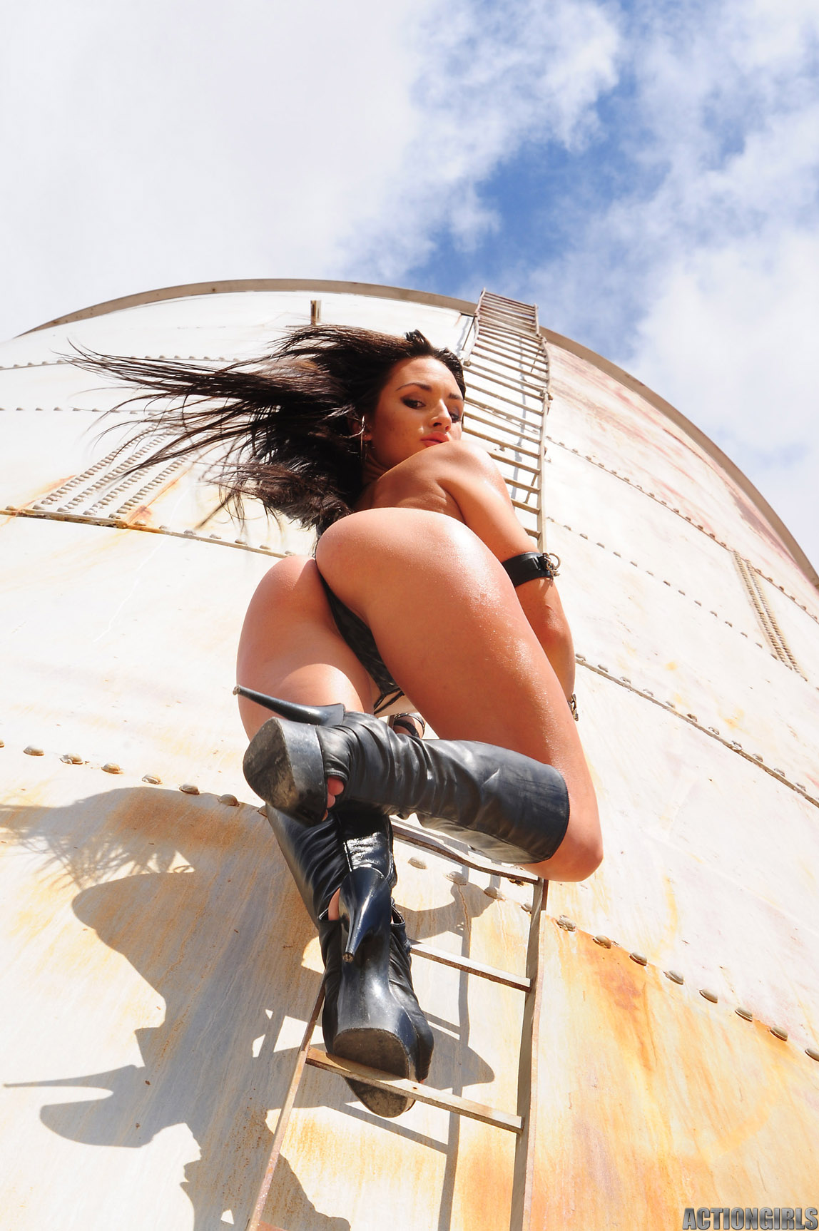 http://hotcelebrities-vk.com/images/MODELS/FR/Rosie-Roff/1-Rosie-Roff-Model-Naked/Rosie%20Roff%2056567.jpg