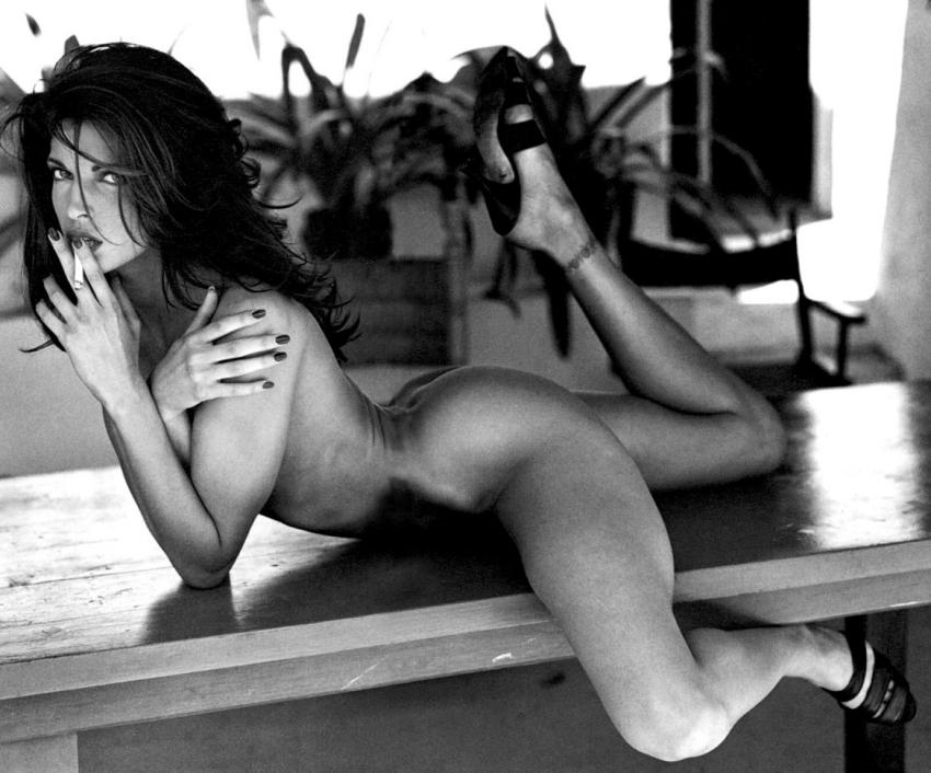 stephanie-seymour-nude-in-black-and-white-photos-1109-14.jpg - 73.04 KB