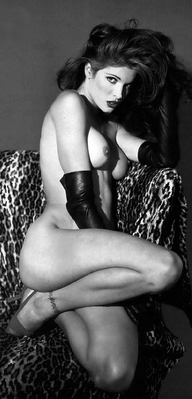stephanie-seymour-nude-in-black-and-white-photos-1109-6.jpg - 145.37 KB