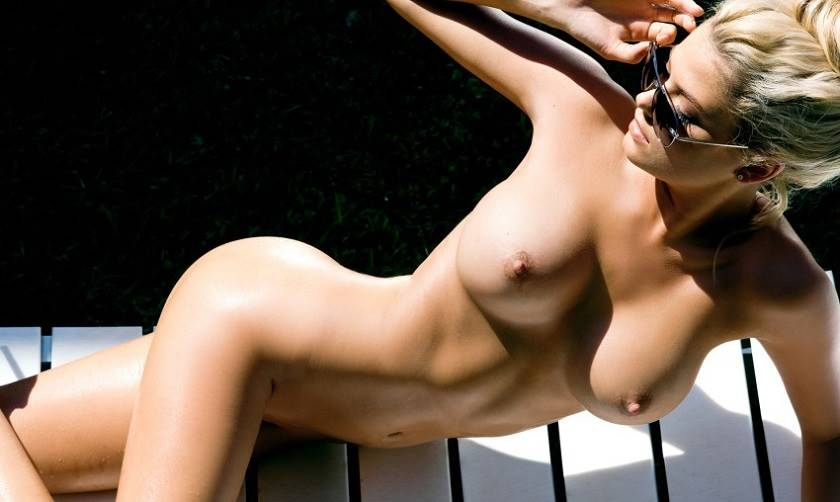 Stunning Models Posing Fully Naked