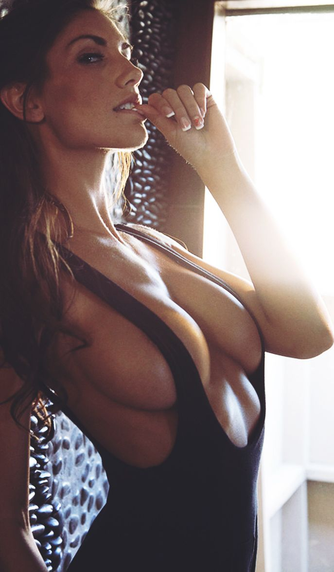 Bollywood Actresses: Top 10 Hot Images of August Ames