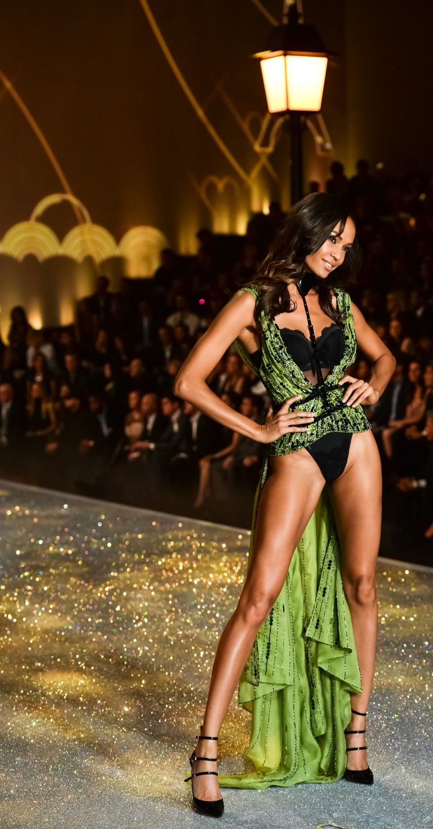 joan-smalls-at-2013-victoria-s-secret-fashion-show-in-new-york_13.jpg - 374.74 KB