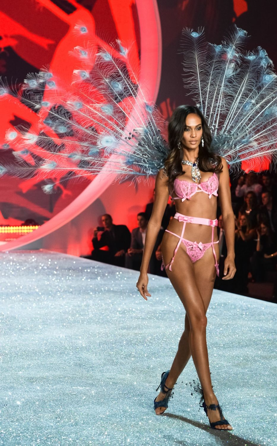 joan-smalls-at-2013-victoria-s-secret-fashion-show-in-new-york_6.jpg - 461.41 KB