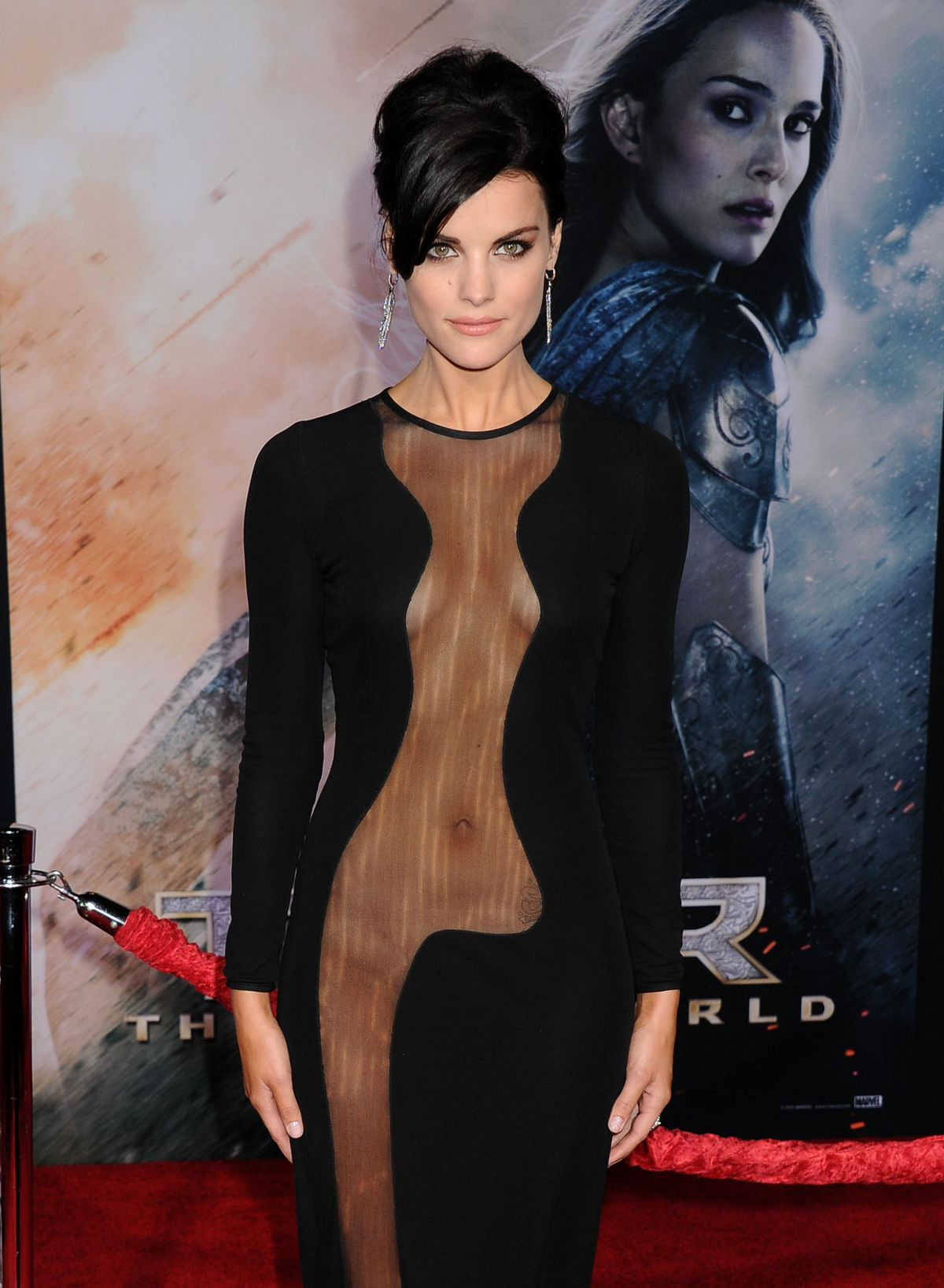 jaimie-alexander-at-thor-the-dark-world-premiere-in-hollywood_10.jpg - 195.62 KB