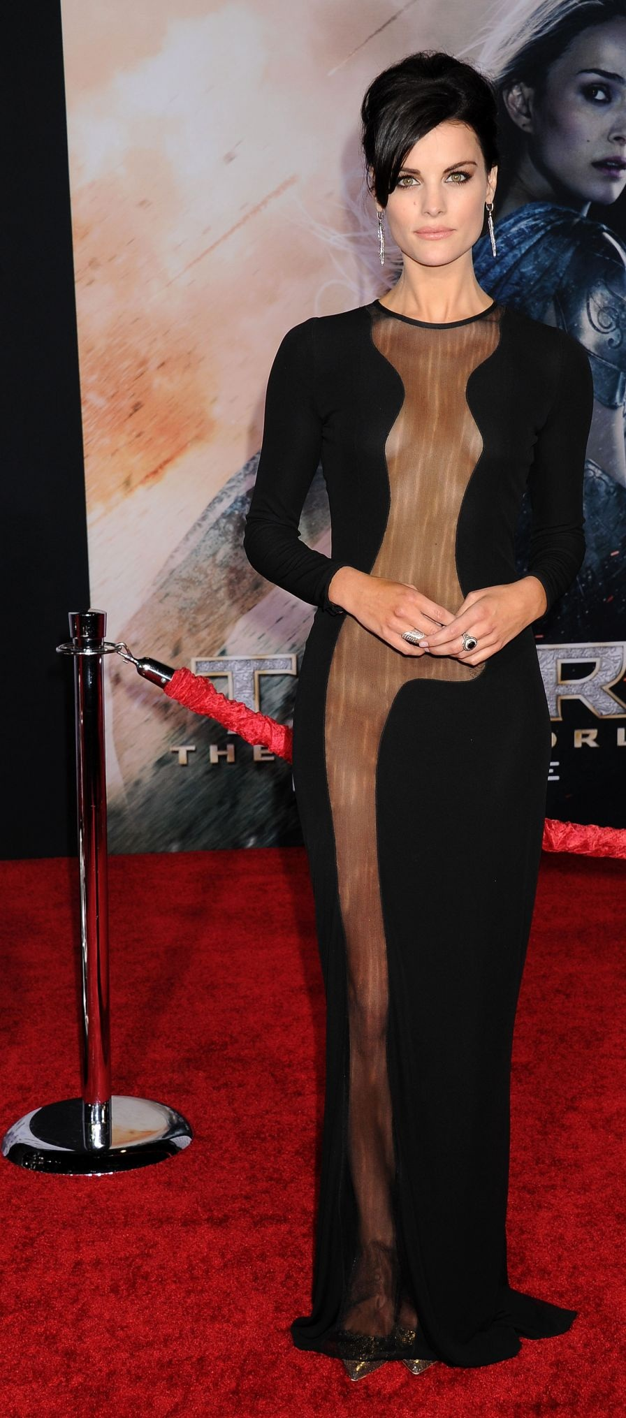 jaimie-alexander-at-thor-the-dark-world-premiere-in-hollywood_11.jpg - 348.97 KB