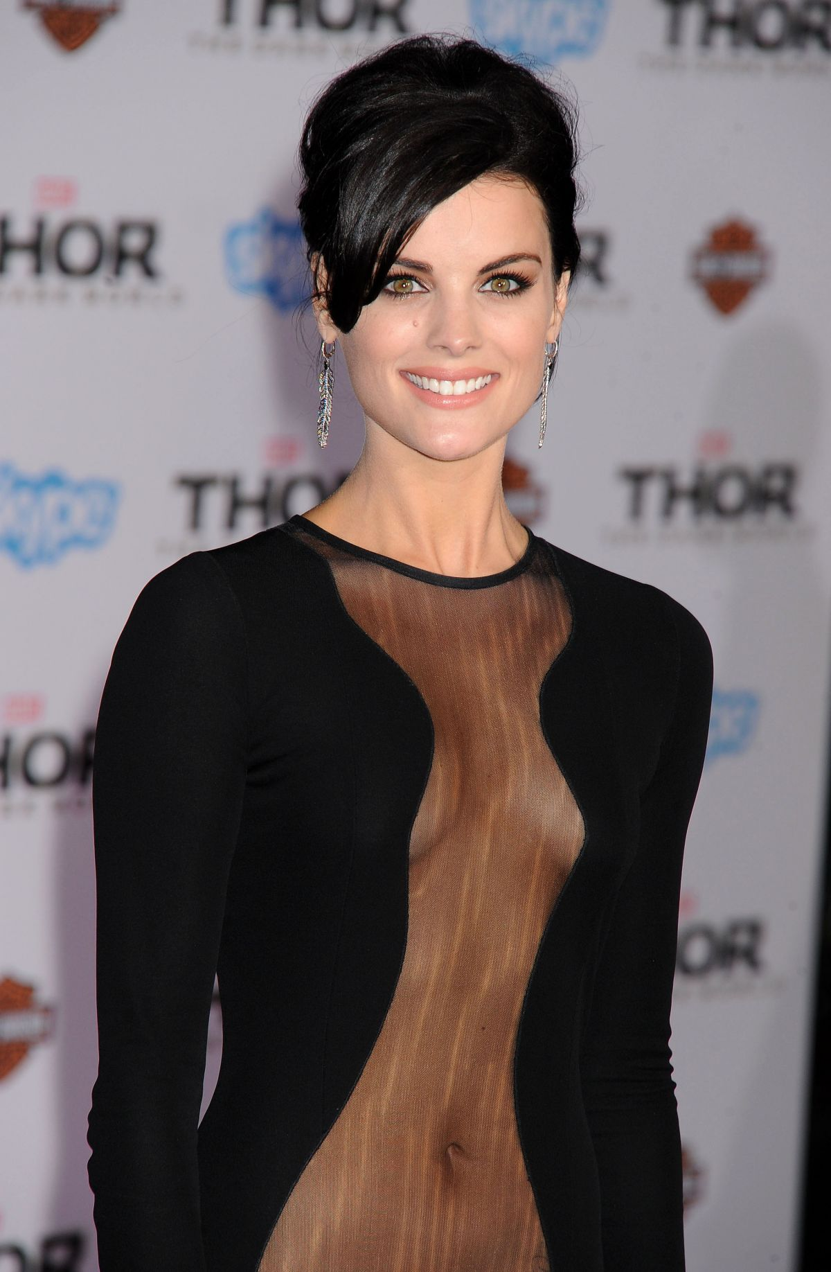 jaimie-alexander-at-thor-the-dark-world-premiere-in-hollywood_5.jpg - 214.87 KB