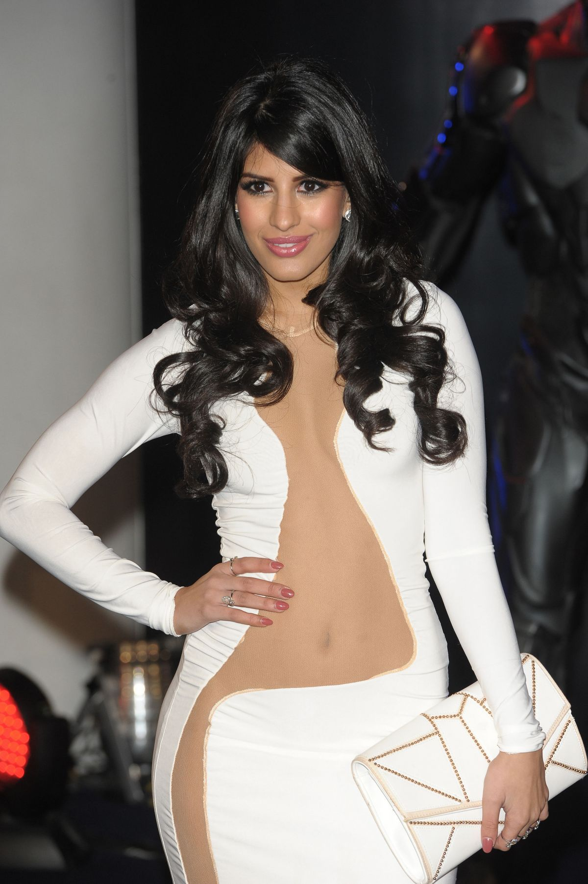 jasmin-walia-at-robocop-premiere-in-london_19.jpg - 234.46 KB
