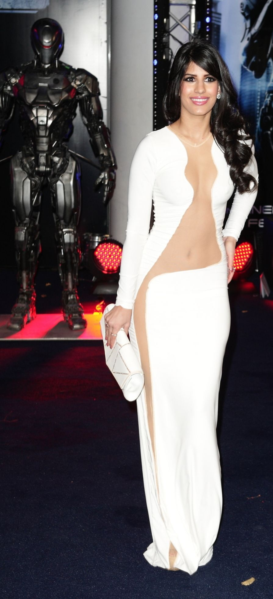 jasmin-walia-at-robocop-premiere-in-london_5.jpg - 261.37 KB