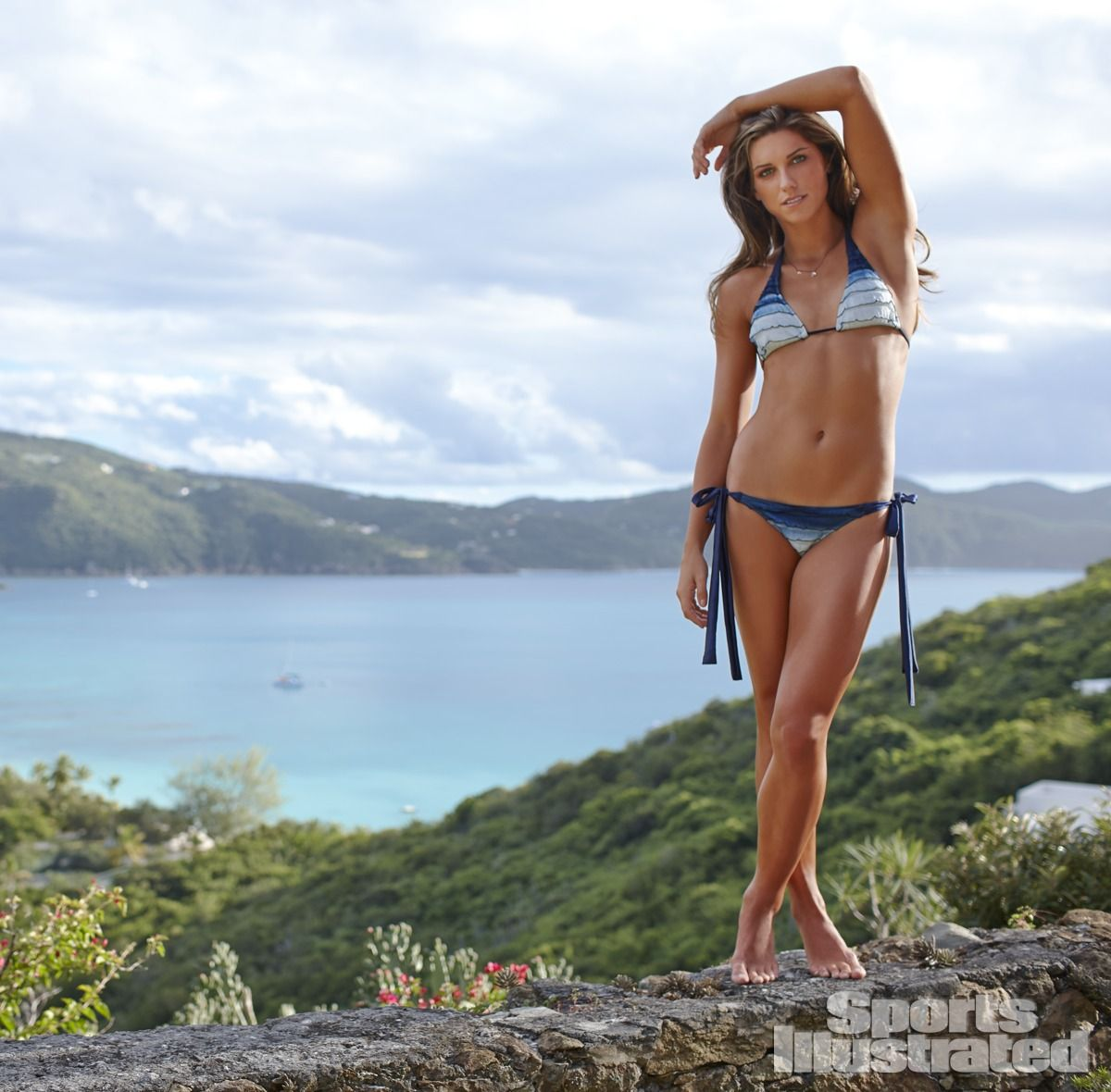 alex-morgan-in-sports-illustrated-2014-swimsuit-issue_13.jpg - 146.03 KB