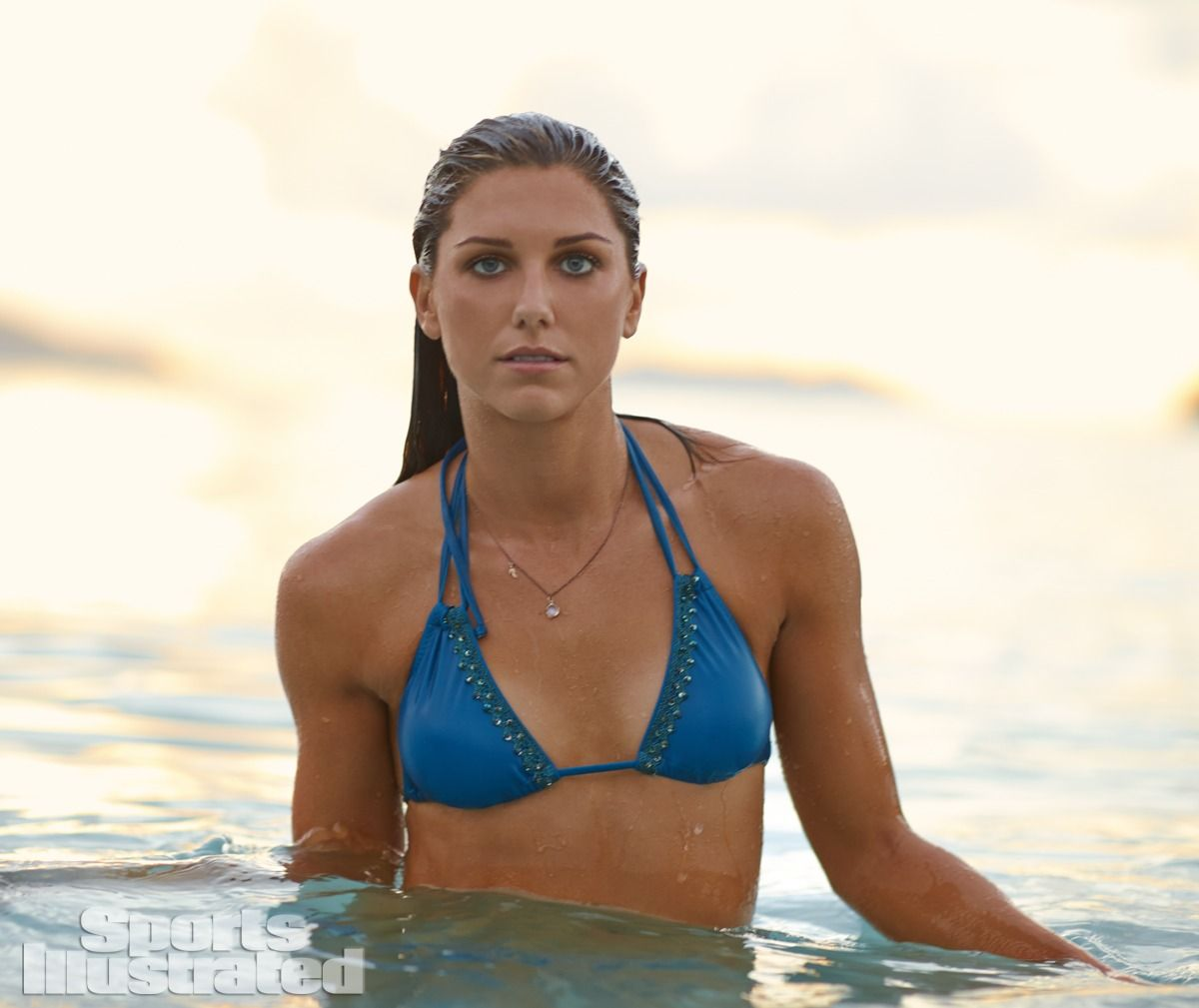 alex-morgan-in-sports-illustrated-2014-swimsuit-issue_14.jpg - 81.27 KB