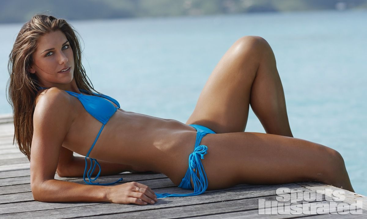 alex-morgan-in-sports-illustrated-2014-swimsuit-issue_18.jpg - 86.87 KB