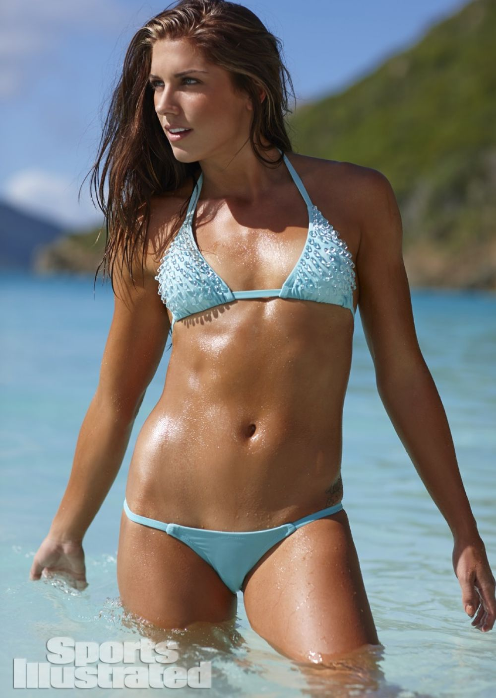 alex-morgan-in-sports-illustrated-2014-swimsuit-issue_6.jpg - 136.61 KB