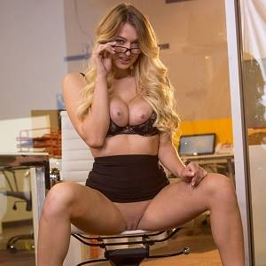Natalia Starr Is Naked In Office08.jpg