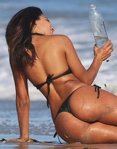 bruna-tuna-bikini-138-water-thong-67.jpg