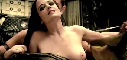 eva-green-topless-in-300-rise-of-an-empire-5.jpg