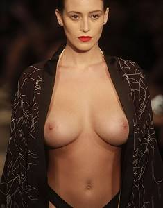 Alejandra-Guilmant-shows-boobs-Mercedes-Benz1fg.jpg
