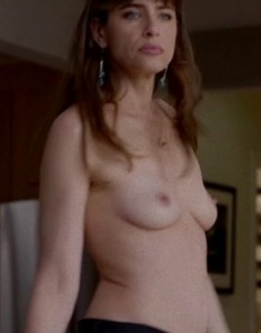 Amanda-Peet-Topless-In-Jeans-In-Togetherness-05-580x435.jpg