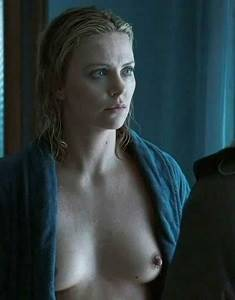 Charlize Theron - The Burning Plain - 3_4.jpg