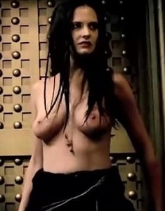 eva-green-topless-in-300-rise-of-an-empire-20.jpg
