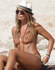 Italian Actress Rosy Dilettuso in Topless Paparazzi Photos g.jpg