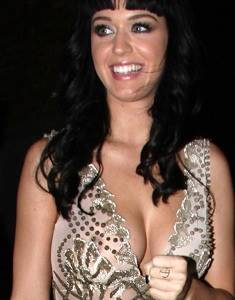 Katy-Perry-Boobs-and-Nipples-004-681x1024.jpg