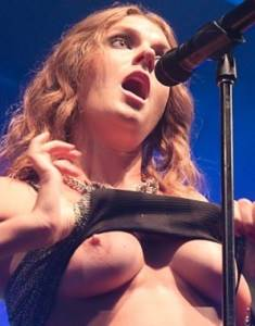 Tove-Lo-flashing-tits-5.jpg